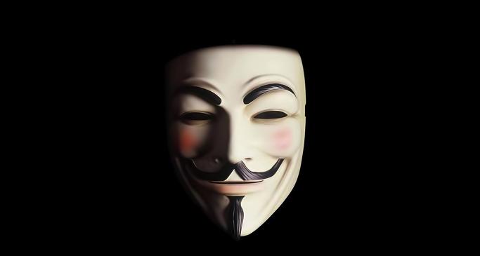 1-vendetta-guy-fawkes-mask-on-black-849146.png