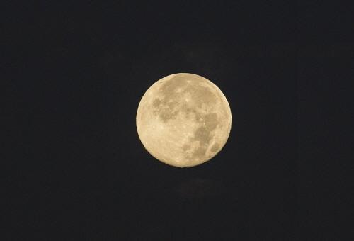 크기변환_full-moon-912130_640.jpg