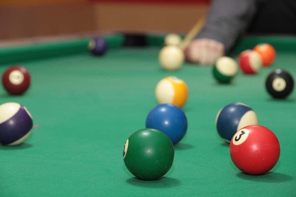 billiards-548359_960_720.jpg