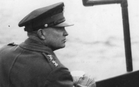 국방 브리핑 16 : 역사상 가장 빨리 진급한 인물은?