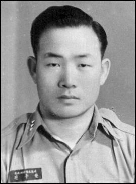 Army_Captain_Chun_Doo-hwan.jpg