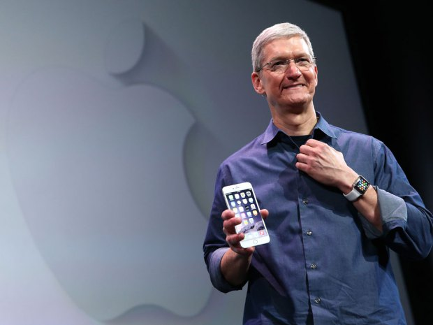 tim-cook-iphone-6-watch.jpg