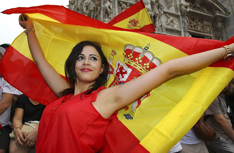 Most_Attractive_Spanish_Female_Fans_in_Euro_2012.jpg