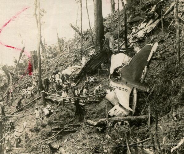 크기변환_1957_Cebu_Douglas_C-47_crash_site.jpg