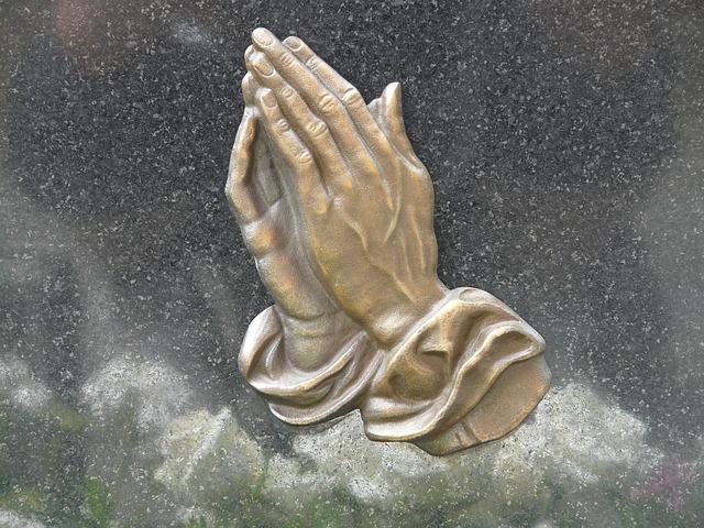 pray-56059_640.jpg