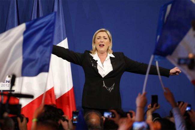 2-유럽의회-선거-승리에-환호하는-프랑스-국민전선-대표-마린-르펜.jpg