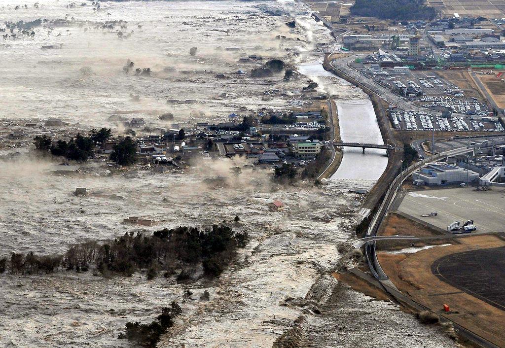 tohoku-earthquake-tsunami2.jpg